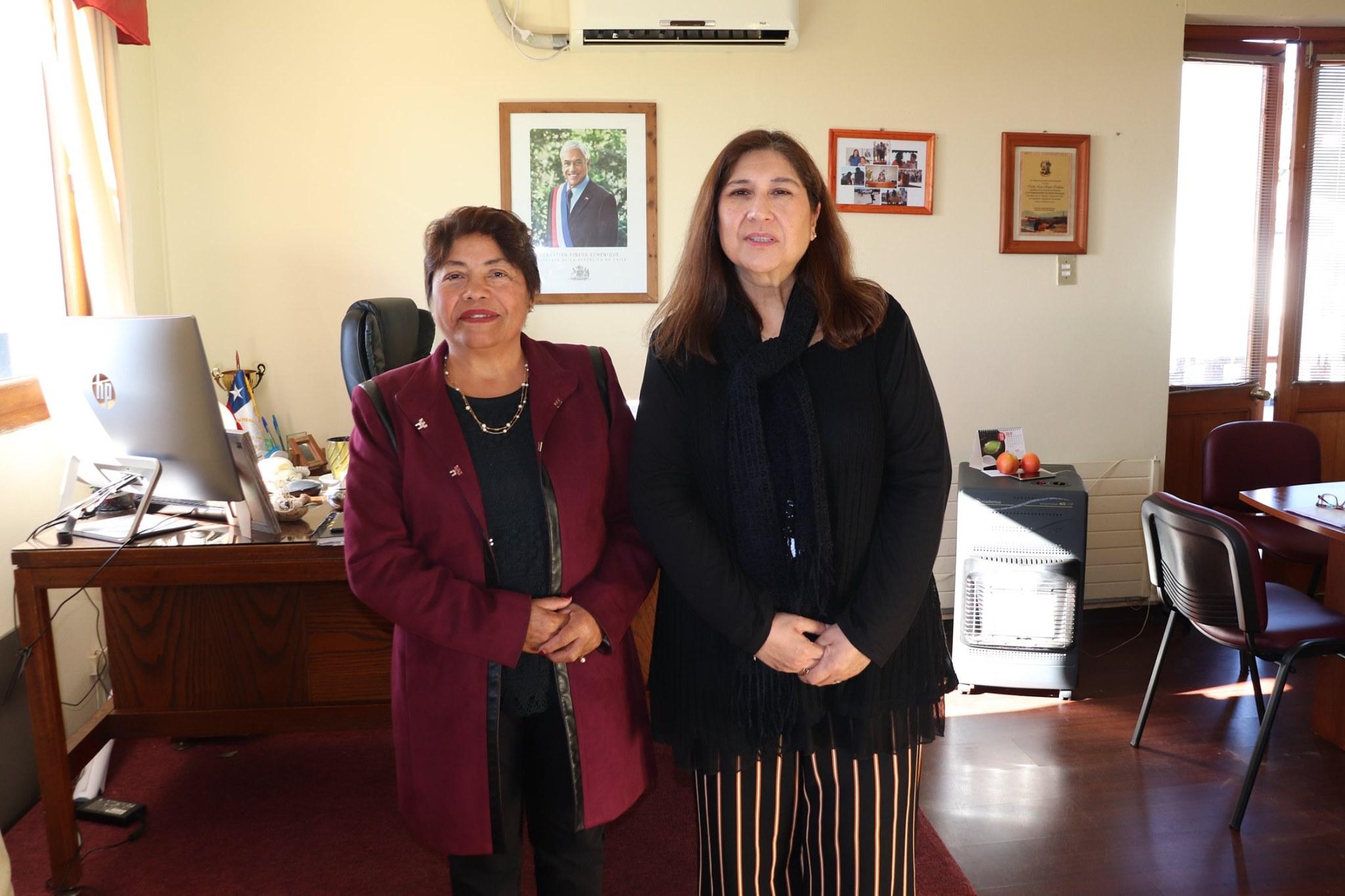 MUNICIPIO DE PELLUHUE, FIRMA CONVENIO CON EL SERVICIO NACIONAL DE LA MUJER Y LA EQUIDAD DE GENERO.