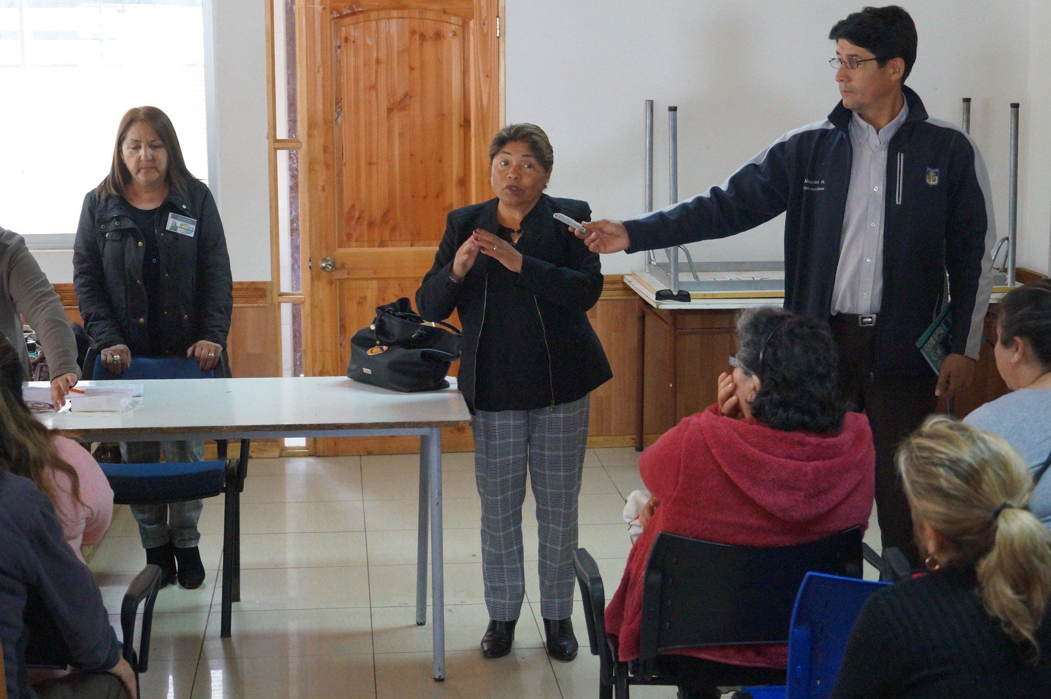 ATENCIÓN OFTALMOLÓGICA Y ENTREGA DE LENTES ÓPTICOS GRATUITOS RECIBIERON VECINOS DE LA COMUNA DE PELLUHUE.