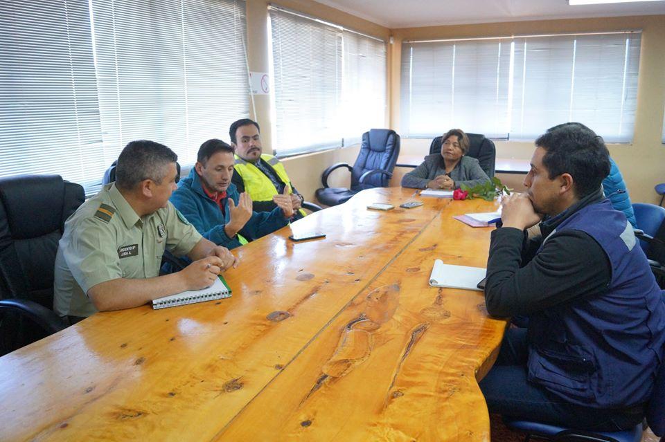 ALCALDESA SE REUNE CON EMPRESA BITUMIX Y CARABINEROS POR ARREGLO Y CAMBIO DE SENTIDO EN CALLE ARTURO PRAT.