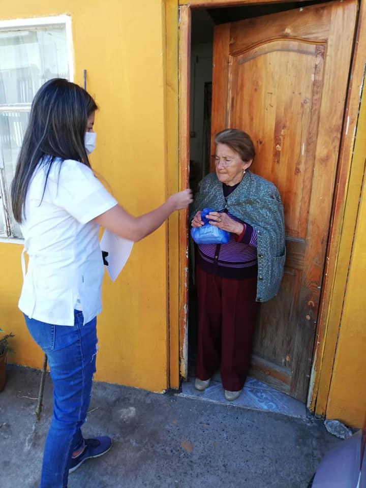 ALCALDESA SRA MARÍA LUZ REYES DISPONE DE ENTREGA DE LECHE EN DOMICILIO PARA TODA LA POBLACIÓN ADULTO MAYOR Y NIÑOS DE LA COMUNA.