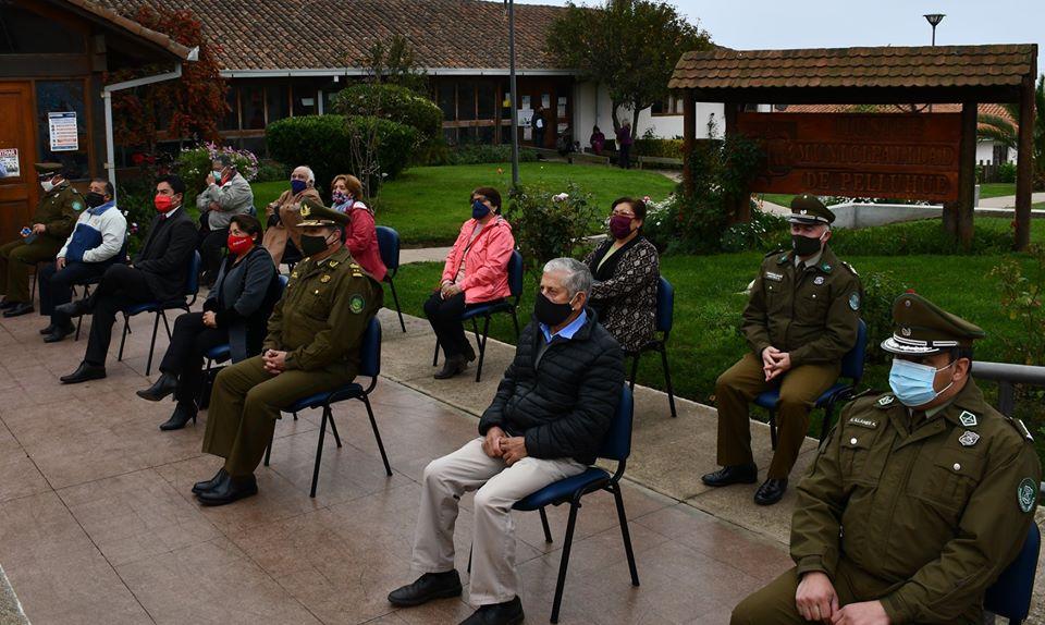 ILUSTRE MUNICIPALIDAD DE PELLUHUE ENTREGA CAMIONETA COMPLETAMENTE EQUIPADA A CARABINEROS.